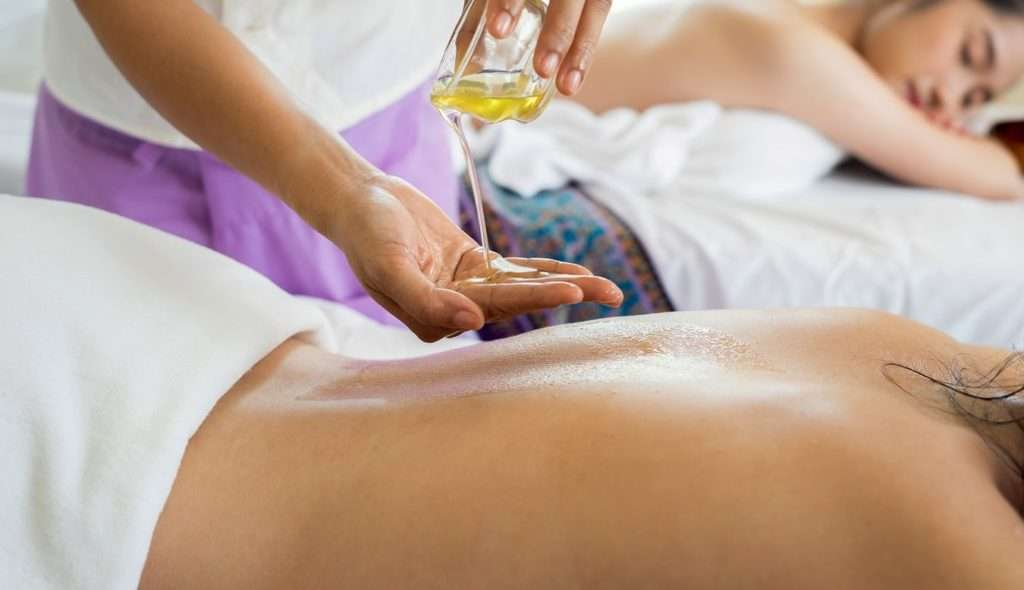 Perličková olejová masáž v rámci relaxačního pobytu v Rajeckých Teplicích