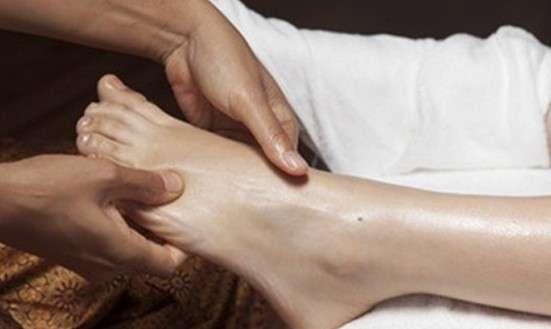 Masáž chodidiel v rámci relaxačného pobytu v Rajeckých Tepliciach