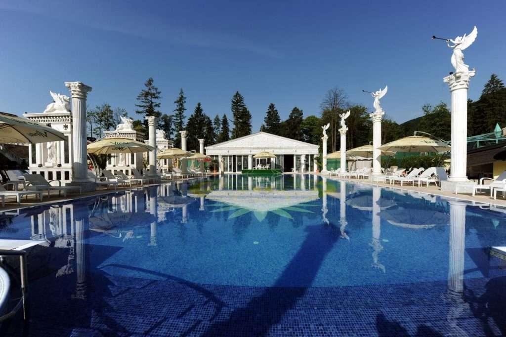 Venkovní bazén komplexu Aphrodite Palace