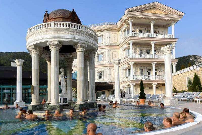 Bazény v hoteli Aphrodite Palace